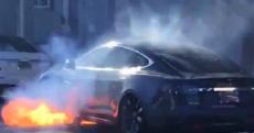 Tesla guida autonoma addio
