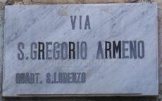 Via San Gregorio Armeno in camper