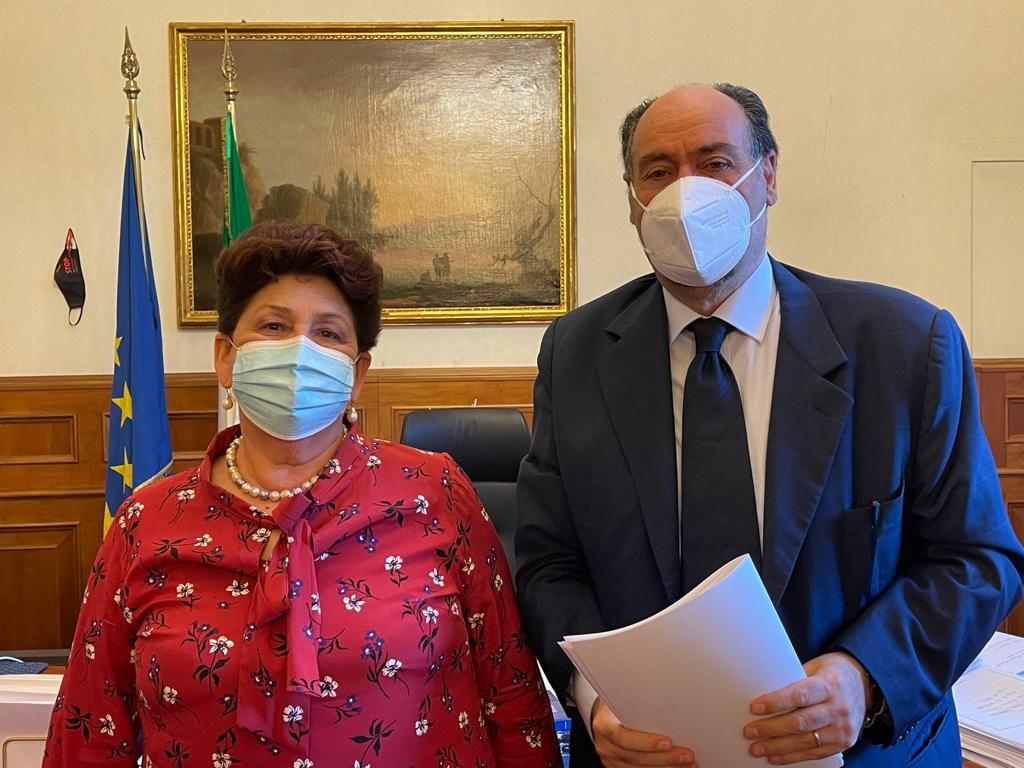 il presidente nazionale dell'Unione Club Amici, Ivan Perriera, incontra la Viceministra alle infrastrutture e mobilità sostenibili Teresa Bellanova